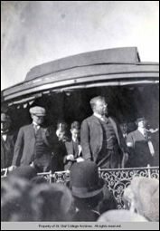 Teddy Roosevelt campaigning at the depot